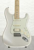 Fender Deluxe Stratocaster HSS - Blizzard Pearl with Maple Fingerboard