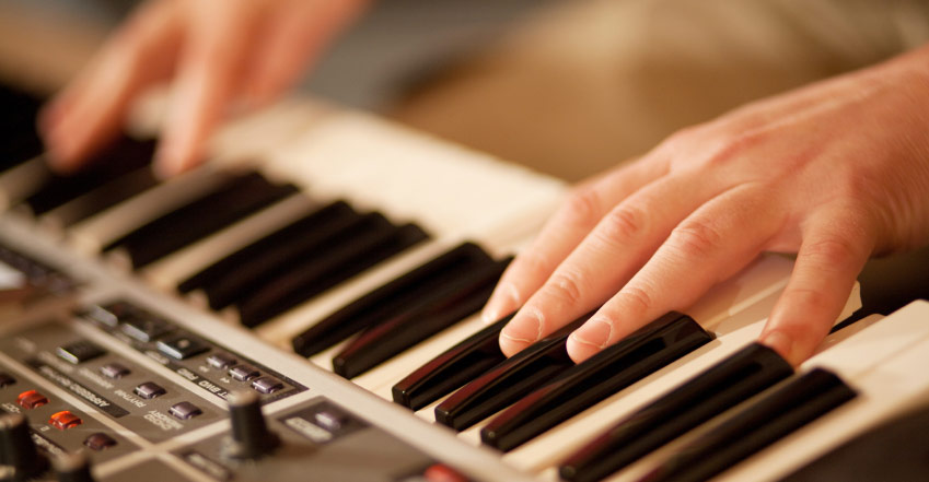 home keyboard buying guide sweetwater rh sweetwater com Types of Electric Keyboards Electric Musical Keyboard