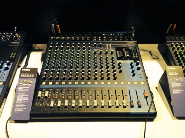 Yamaha MG16XU compact mixer with D-PRE and SPX effects