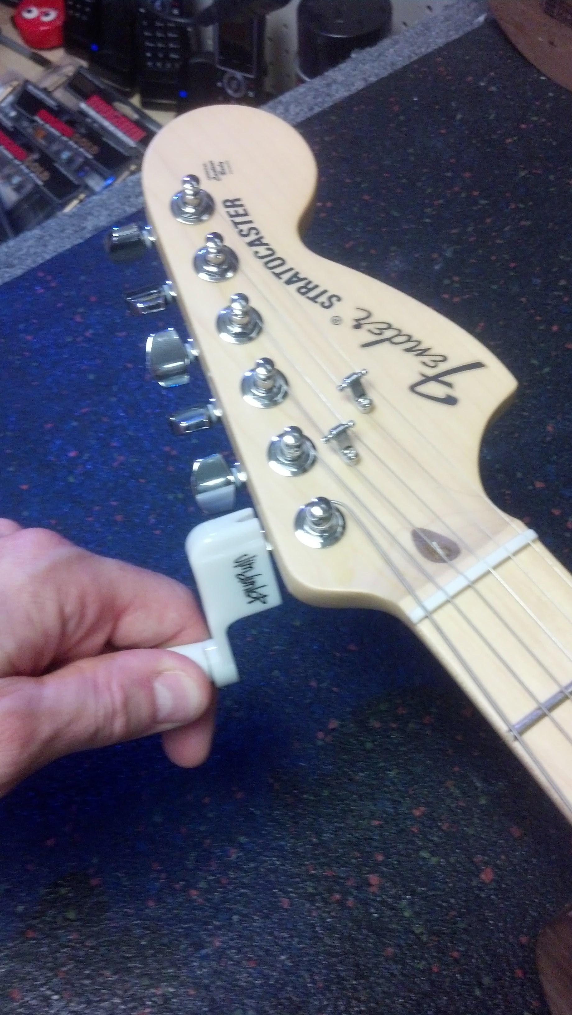 how to change electric guitar strings. Black Bedroom Furniture Sets. Home Design Ideas