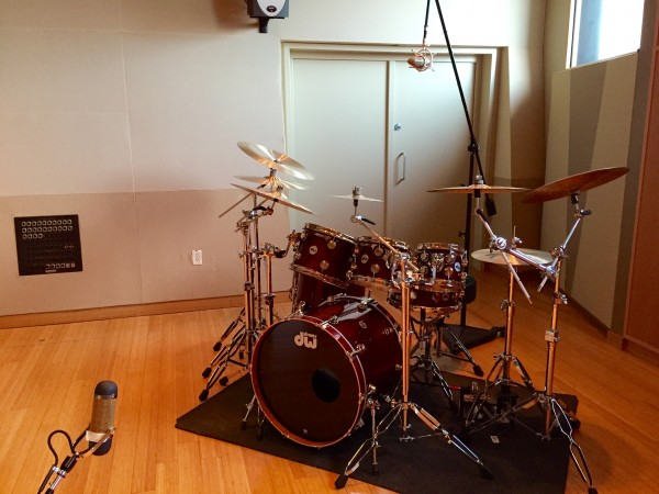 how to mic drums for recording part 1 two microphones sweetwater. Black Bedroom Furniture Sets. Home Design Ideas