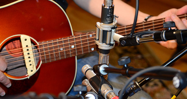 best small diaphragm condenser mics for acoustic guitar sweetwater. Black Bedroom Furniture Sets. Home Design Ideas