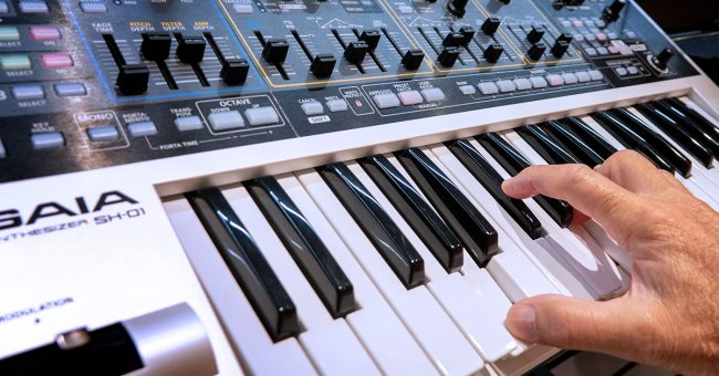 6 Killer Keyboards That Run on Batteries | Sweetwater