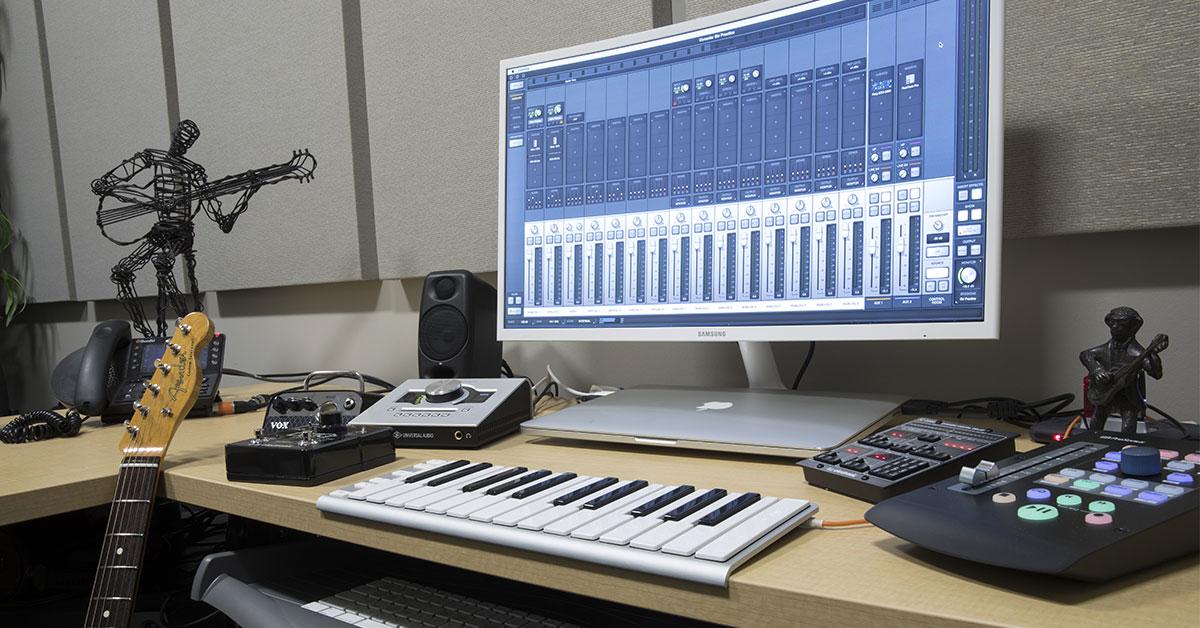 The Ultimate Desktop Guitar Practice Rig | Sweetwater