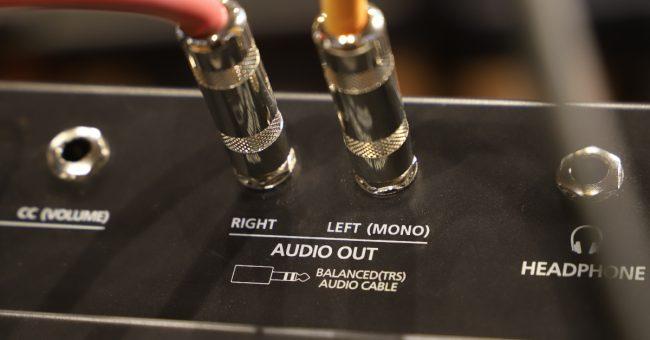 Keyboard Mono and Stereo Output Jacks