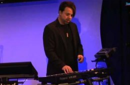Roland VR-09 Combo Organ/Stage Piano/Synthesizer Demo...